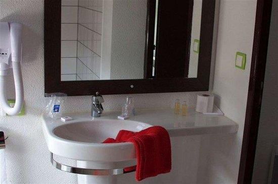 Kyriad Design Enzo Pont A Mousson: Bathroom