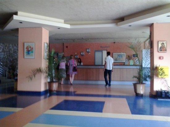 Koral Hotel: Рецепшн