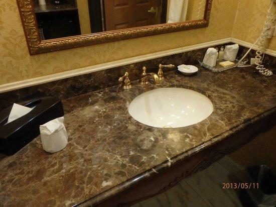 Ayres Hotel Manhattan Beach / Hawthorne: bathroom sink