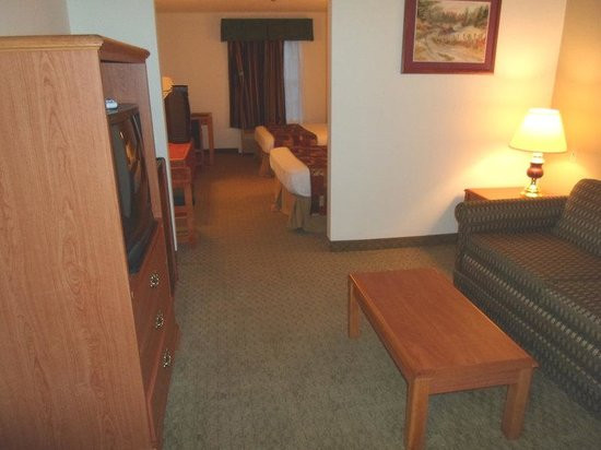 Magnuson Hotel Countryside : Family Suite