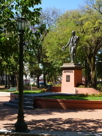 Plaza Uruguaya: Artigas
