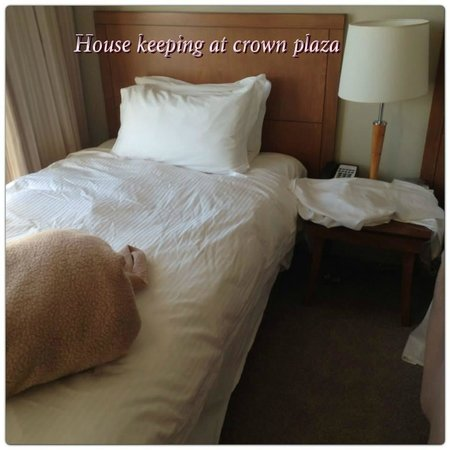 Crowne Plaza Newcastle: unmade beds