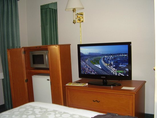 Hoffman Inn & Suites : Frig,Microwave and TV in our room