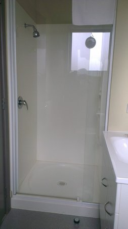 Southern Cross Serviced Apartments: Shower