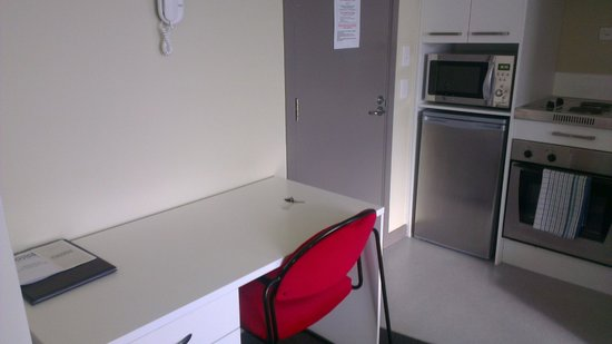 Southern Cross Serviced Apartments: Desk