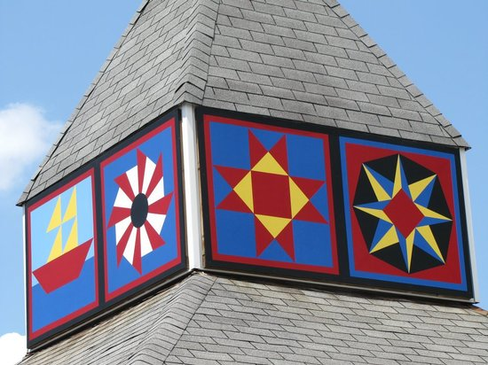 Brown's Motel: Motel Cupola with Quilt Squares