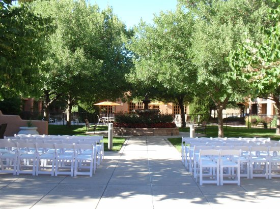 Courtyard Albuquerque: The courtyard in preparation for a wedding