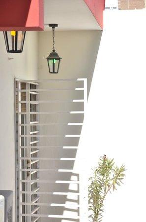 Buena Vida Hostel : Balcon de una habitacion