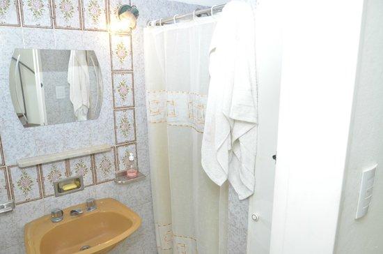 Buena Vida Hostel : Baño