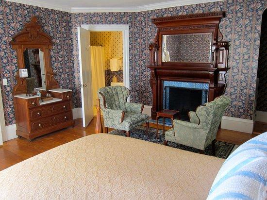 Alden House B&B : Deluxe Upstairs Room