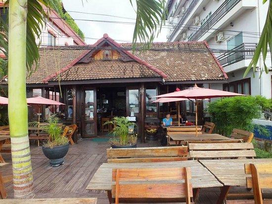 Beau Rivage Mekong Hotel: adjacent restaurant