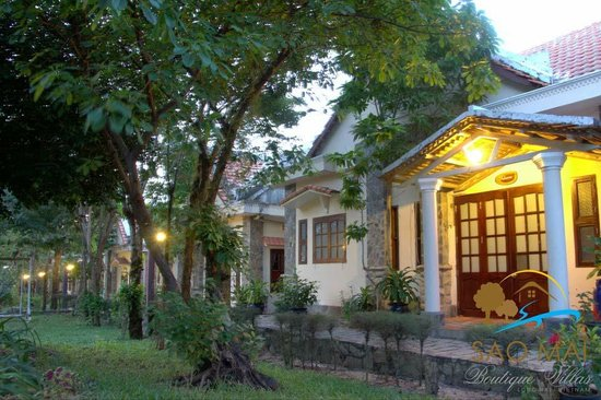 Sao Mai Boutique Villas: Villas view at night