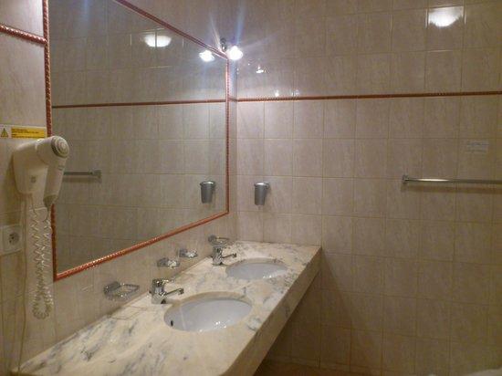 Hotel Belvedere: Very big bathroom