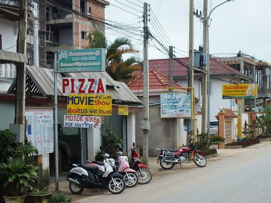 Anoulak Khen Lao Hotel: Marcello's Pizzeria and motor bike rental