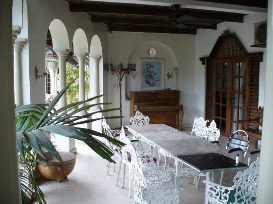 Tropicana Castle Resort: alfresco area outside some rooms