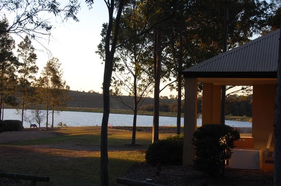 Leisure Inn Pokolbin Hill : Sunset over the lake.