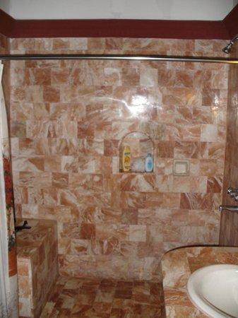 Tropicana Castle Resort: bathroom