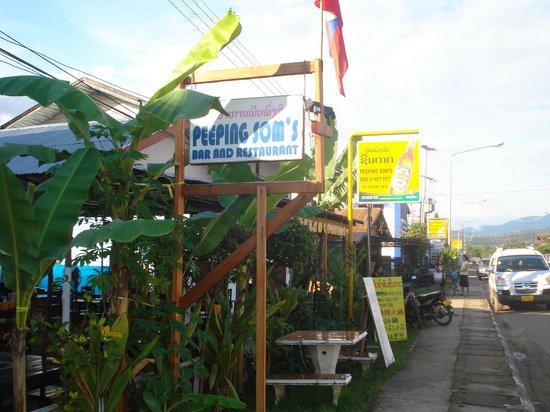 Peeping Som's Bar and Restaurant: Peeping Som's sign