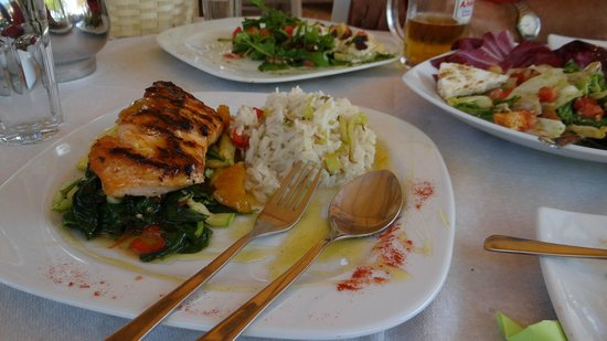 Ibiskos Cafe and Restaurant: Our lunch is yummy!