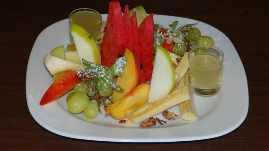 Ibiskos Cafe and Restaurant: The fruit platter