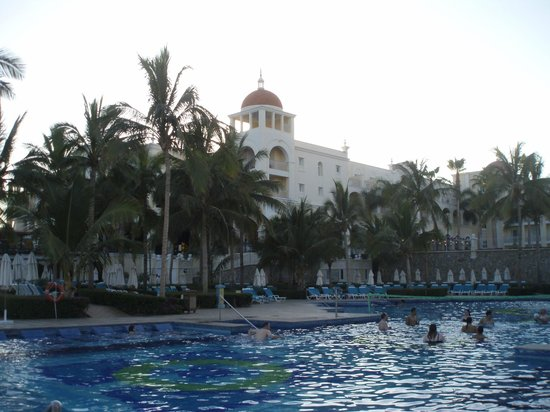 Hotel Riu Palace Cabo San Lucas: a view looking back a main building