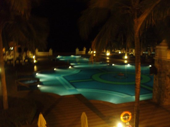 Hotel Riu Palace Cabo San Lucas: Night pool view