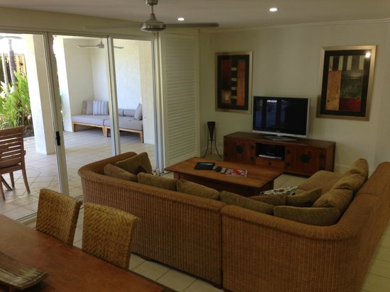 Mandalay & Shalimar Luxury Beachfront Apartments: Lounge