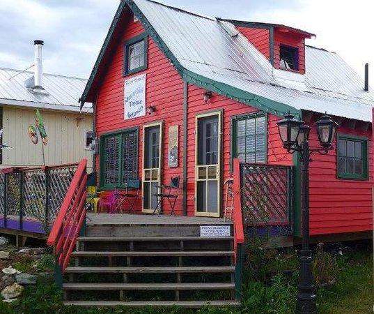 Mountain Thyme Getaway: 1940's Guest House, sleeps 7