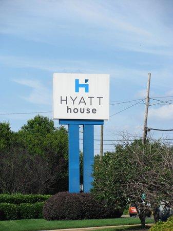 HYATT house Charlotte Airport: location
