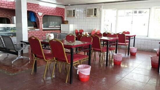 Kholood Restaurant& Cafe: q