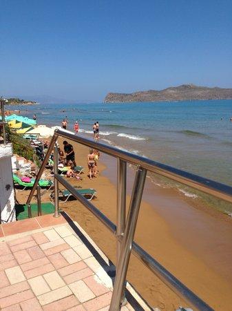Girogiali Apartments: 5 trin ned til stranden