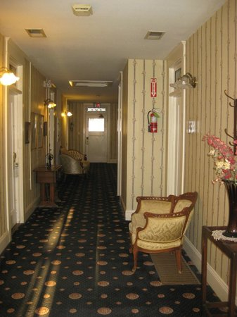 Americas Best Value Inn & Suites - Royal Carriage: Quite and Peacefull