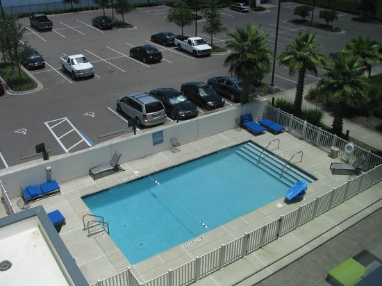 Aloft Jacksonville Airport: pool