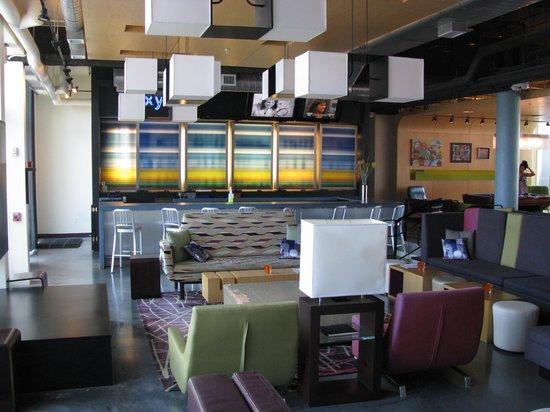 Aloft Jacksonville Airport: bar and lobby