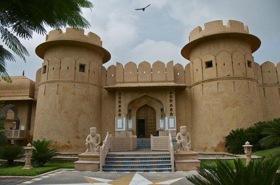 The Oberoi Rajvilas: Entrance