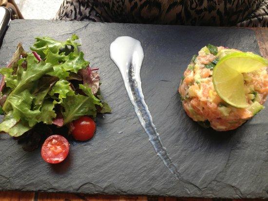 Le Coude Fou : Belle présentation et bonne dégustation pour ce tartare de saumon