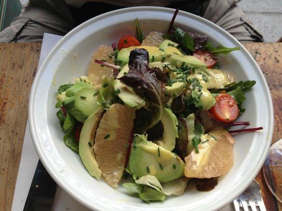 Le Coude Fou : salade de pamplemousse et avocat au menu !! Sympa