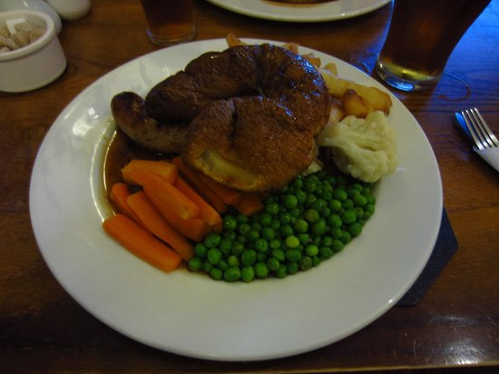 The Peacock Inn: Lincolnshire sausages, yorkshire pudding, chips and veg.