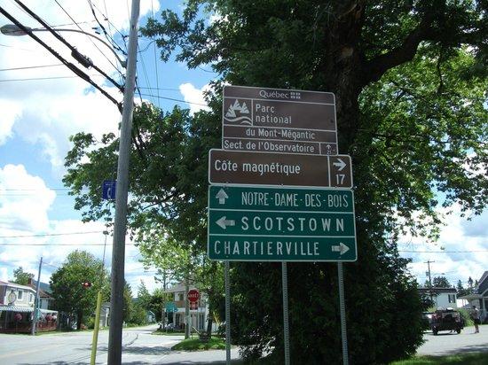 La Patrie, Canada: le resto est en bas à gauche...