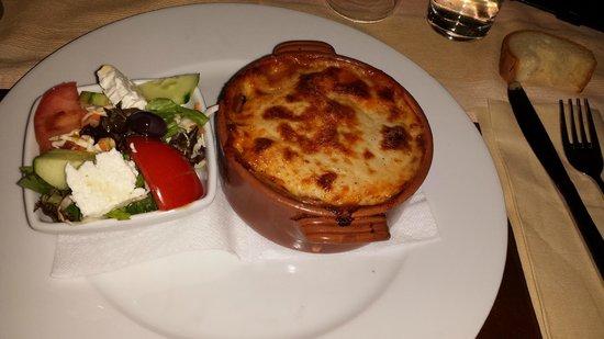 Zepos Restaurant: Moussaka
