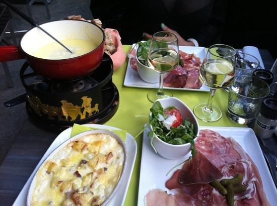 Le Fer a Cheval : taritflette et fondue savoyarde