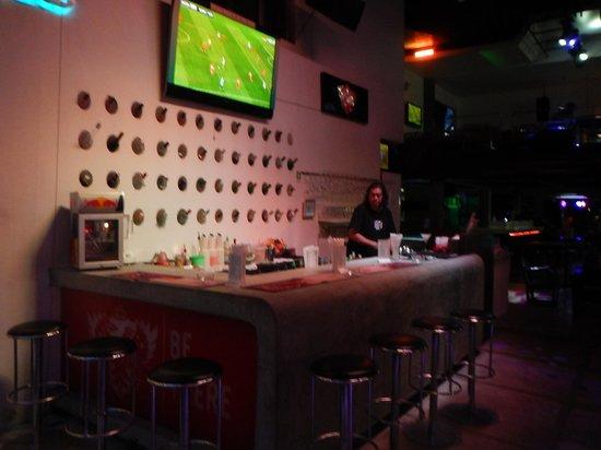 Bar Solo: street bar