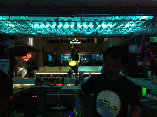 Bar Solo: club bar