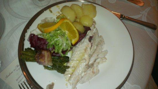 La Masseria: Spigola in crosta di sale con patate prezzemolate e fagottino di fagiolini
