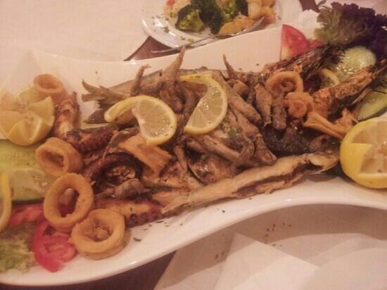 Yianni Restaurant: Fish-mix con il contorno incluso per due