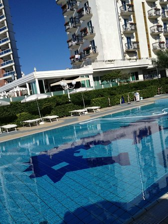 Hotel Reno: La piscina