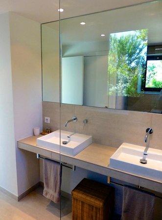 Mas de Val Ample : Salle de bains