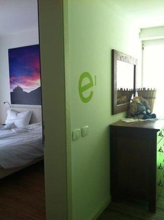 Energy Hotel: dal corridoio entrata della camera 1/E