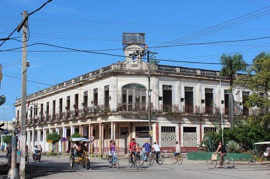 Casa Particular Carmen: piazza principale di Moron
