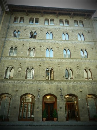 Pierre Hotel Florence: Facade